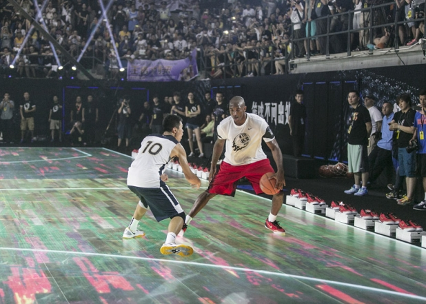 Nike-LED-basketball-court_dezeen_784_1